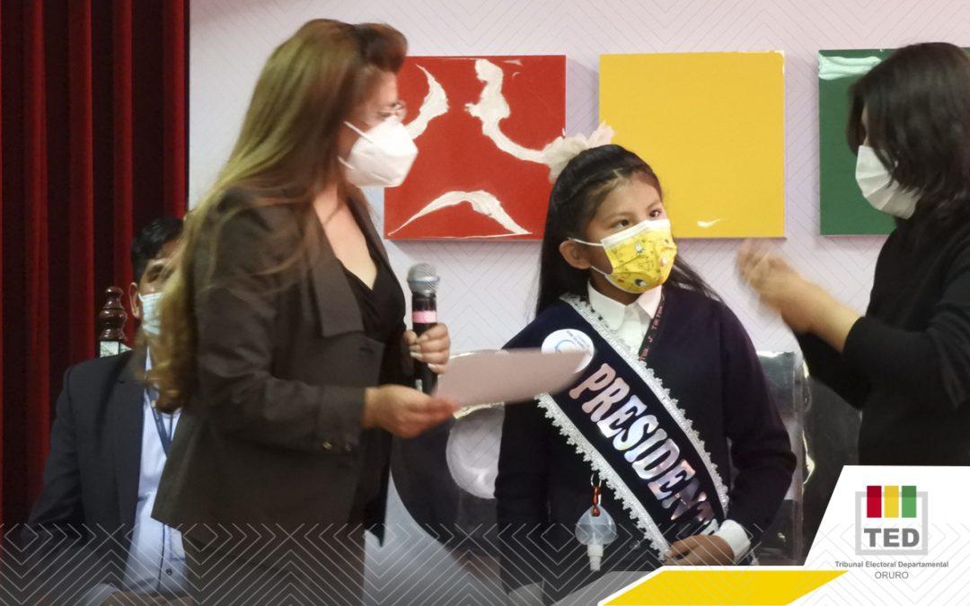 """El lenguaje de señas en el Guido Villagomez """"Anexo"""" fue otra forma para elegir a su Gobierno Estudiantil"""